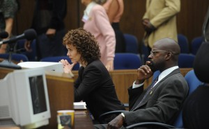 Sarah Paulson and Sterling K. Brown in The People v. O.J. Simpson