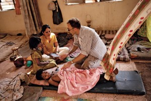 Loveleen Tandan and Danny Boyle on the set of Slumdog Millionaire